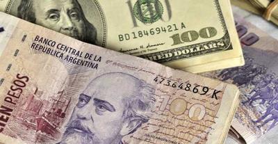 El dólar abre al alza en Argentina y la prima de riesgo pasa los 1.000 puntos