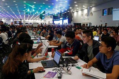 Imponen récord por clase de software más grande del mundo