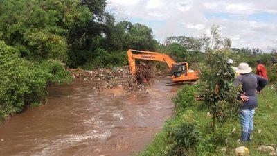 Ñu Porã: Sacaron varias toneladas de basura de arroyo San Lorenzo