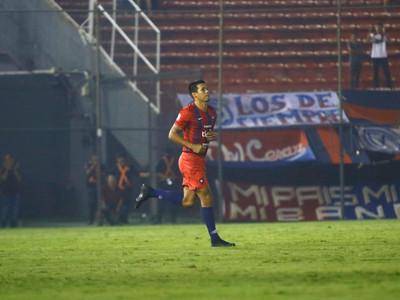 Julio Dos Santos arranca de titular ante Zamora