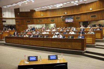 Diputados aceptan renuncia de contralor general juzgado en Senado