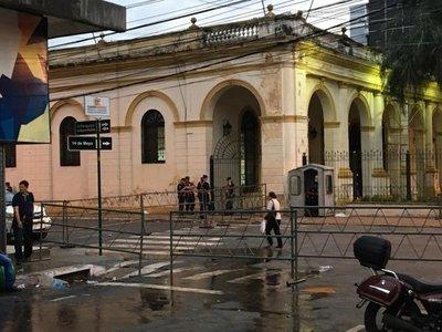 Calles del microcentro de Asunción siguen bloqueadas por temor a nuevas movilizaciones