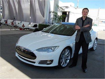 Musk acepta no publicar en Twitter información sobre de Tesla