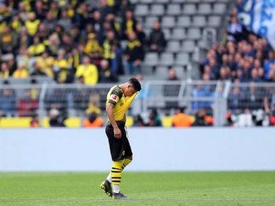 Dortmund cae ante Schalke y se aleja más del título