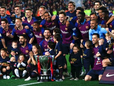 El Barcelona festeja el título de Liga pensando en el Liverpool