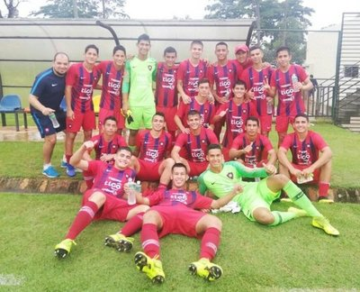 Sub 17: Cerro lidera, Libertad golea