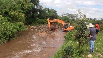 Sacan 15 toneladas de basura del arroyo San Lorenzo