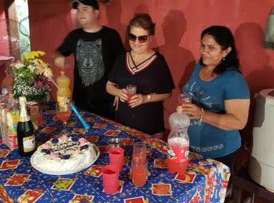 Una mujer de Ciudad de Este viajó más de 500 km para festejar su cumpleaños con la madre de Edelio