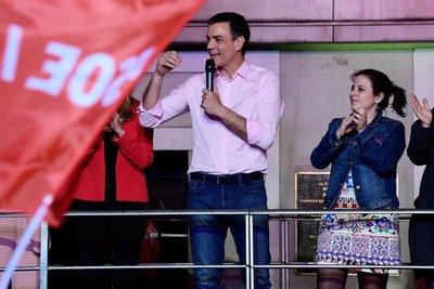 España cambia de color con la clara victoria socialista