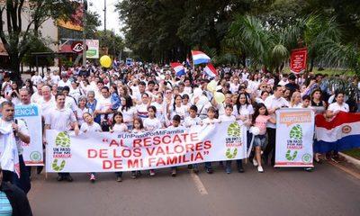 Masiva concurrencia en caminata por la familia en Ciudad del Este