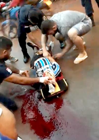 Motociclista murió luego de rozar por un auto y caer bajo las ruedas de colectivo