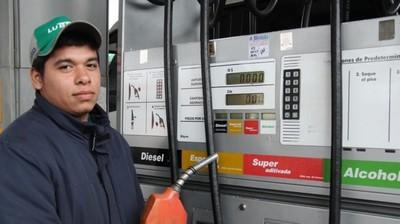 Desde hoy el diésel común, tipo III, la empresa Puma Energy lo venderá a G. 5.480 el litro, en tanto que el tipo II lo hará a G. 5.900 y el tipo I a G. 6.150