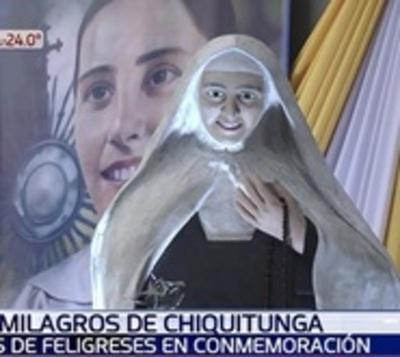 Miles de fieles recuerdan la partida de Chiquitunga