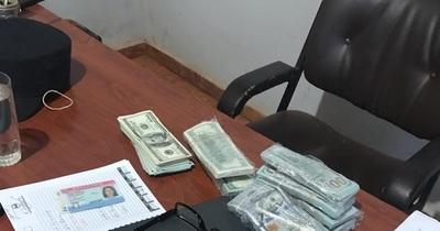 Denuncian a jefe policial por millonario robo e intento de abuso sexual