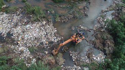 Retiran 25 toneladas de basura del arroyo San Lorenzo