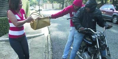HOY / Motochorros con 'máscara  natural': que policía también  pueda accionar, proponen