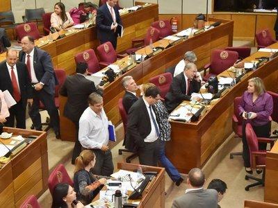 Senado deja sin efecto juicio político a César Garay Zuccolillo