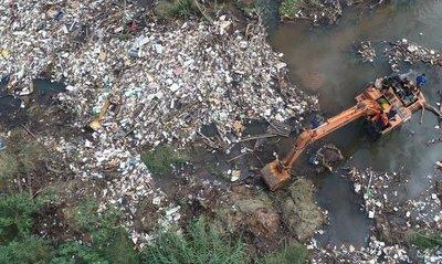 En San Lorenzo retiran 25 toneladas de basura del arroyo de la ciudad