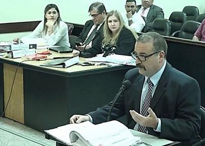 """Senador confirma que echó a """"Niñera de oro"""" por doble remuneración"""