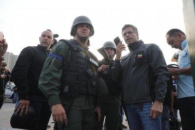 Leopoldo López dice que hay comunicación entre alzados y régimen chavista