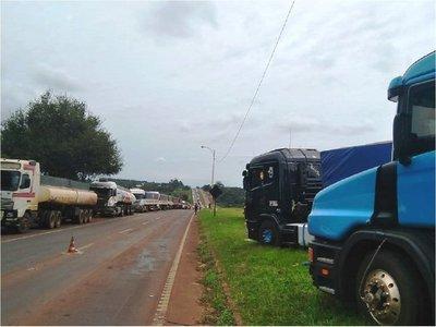 Camioneros y titular de Petropar se reunirán para tratar suba de gasoil