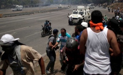 "Pueblo venezolano se enfrenta a militares en ""Operación Libertad"""