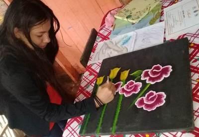 Joven talentosa solicita ayuda para seguir pintando