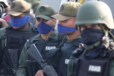 Unos 25 militares piden asilo en Embajada de Brasil en Caracas