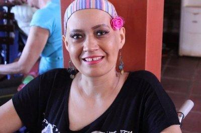 Piden donaciones de maquillajes para hermosear a pacientes con cáncer