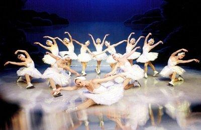 """Ballet sobre hielo regresa con """"El lago de los cisnes"""""""