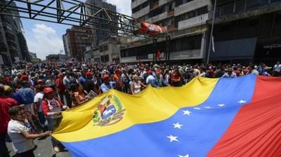 """""""No creo que solo por cuestiones ideológicas algunos defiendan a Maduro"""""""