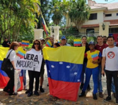Operación Libertad: Venezolanos residentes en Paraguay muestran apoyo