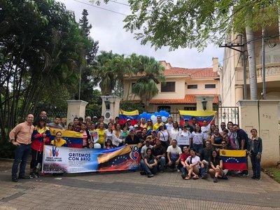 Venezolanos residentes en Paraguay apoyan la Operación Libertad