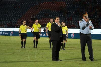 Tras el escándalo, habló el árbitro Cristian Aquino