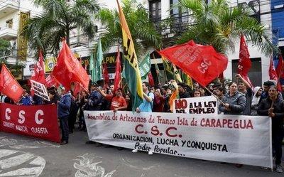 Marcha contra intento de modificar la edad de jubilación en Día del Obrero