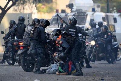 Muere una mujer por disparo en protestas contra Maduro