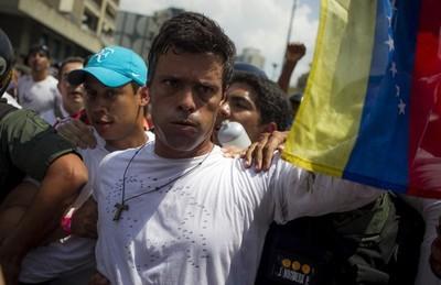 Allanaron la vivienda de Leopoldo López