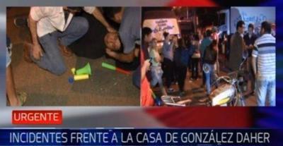Barrabravas luqueí±os hieren a manifestante que protestó contra OGD