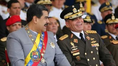 """Maduro se muestra con militar que conspiró para derrocarlo y arengó: """"Ha llegado la hora de combatir"""""""