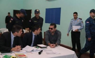 Inician juicio a Oviedo Brítez, defensa pide posponerlo