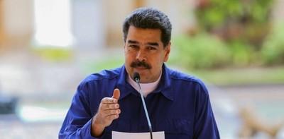 Maduro pide a militares desarmar a los traidores y golpistas