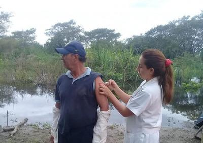 Familias afectadas por inundación reciben atención médica en Ñeembucú