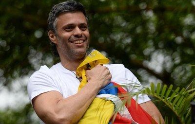 """Leopoldo López dice que no tiene """"miedo"""" a la cárcel ante orden de captura"""