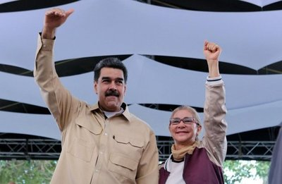 """Maduro anuncia ofensiva y oposición dice que inició quiebre de la """"dictadura"""""""