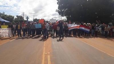 200 licenciados del sector salud cierran rutas: exigen ser contratados en hospital