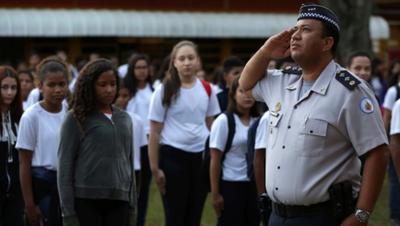 Disciplina y presencia policial en escuelas: Receta de Jair para mejorar la educación