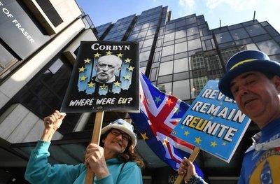 """Conservadores y laboristas, castigados por el """"brexit"""" en comicios locales"""