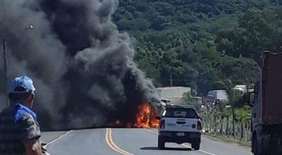 Se incendia camión en Yaguarón