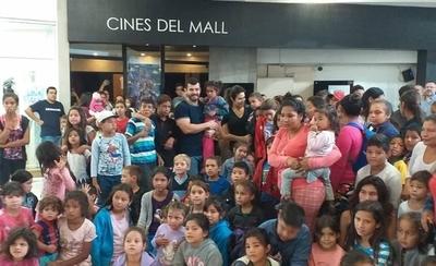 HOY / Niños del Bañado cumplieron su sueño de ir al cine