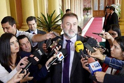 Gobierno minimiza las críticas de las leyes antilavado y anuncia más lobby